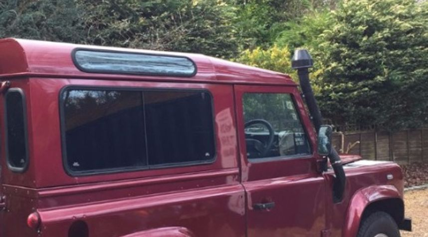 Main photo of Tom Mason's 2001 Land Rover Defender