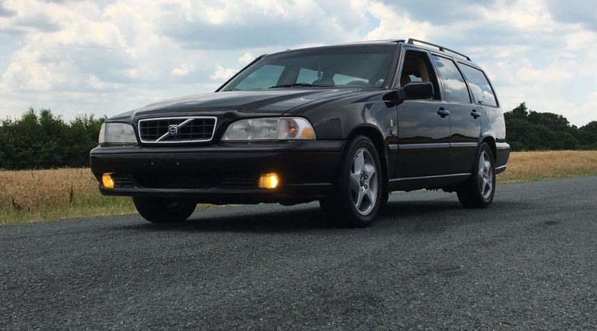 Main photo of Alex Pancamo's 1998 Volvo V70