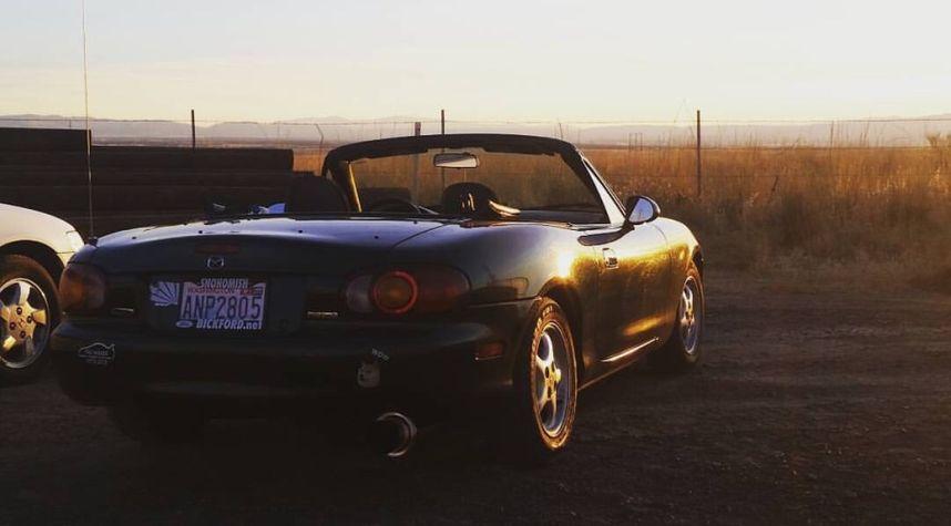 Main photo of WalkerRay Johnson's 1999 Mazda MX-5 Miata