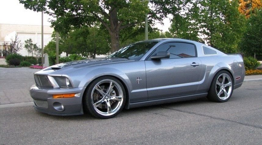 Main photo of Gord Chengalath's 2007 Ford Mustang