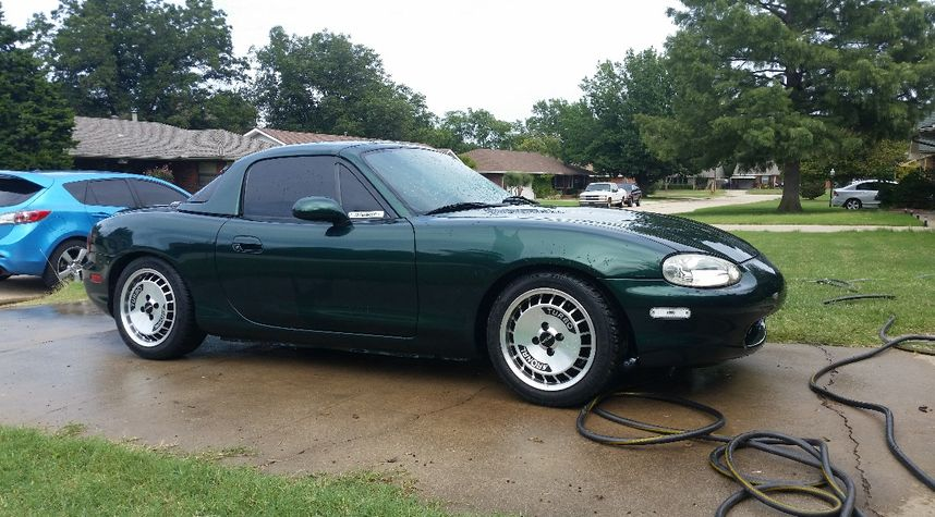 Main photo of James Hartgers's 1999 Mazda MX-5 Miata