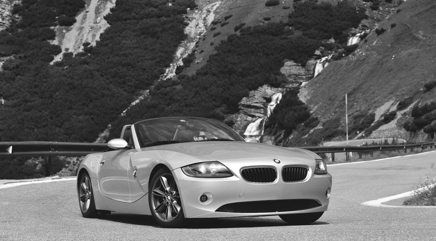 Main photo of Devis Bétrisey's 2004 BMW Z4