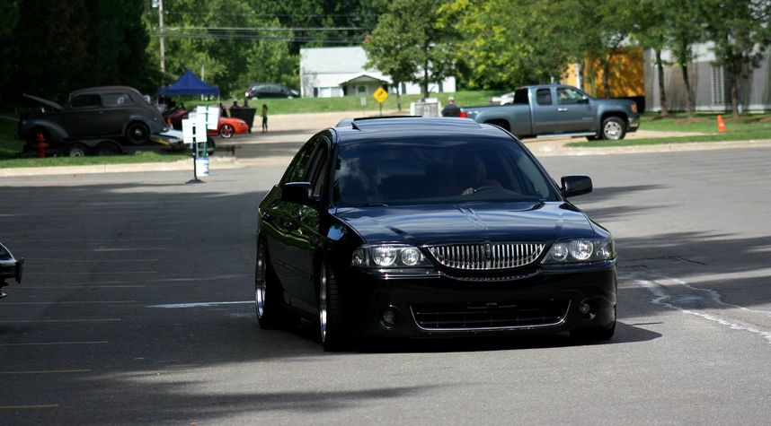 Main photo of Justin Schmidt's 2005 Lincoln LS