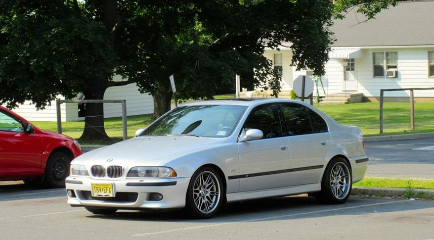 Main photo of Collin Reilly's 2000 BMW M5