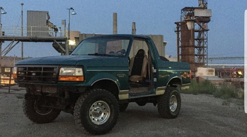 Main photo of Lewis Earnst's 1996 Ford Bronco