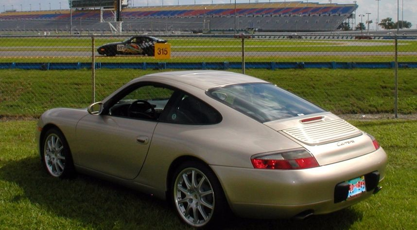 Main photo of Chris Gates's 2000 Porsche 911