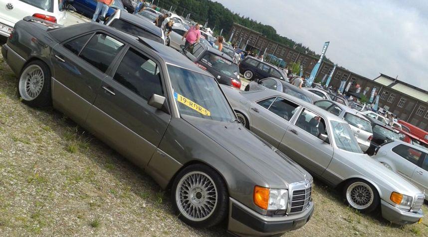 Main photo of Lucas Visser's 1986 Mercedes-Benz E-Class