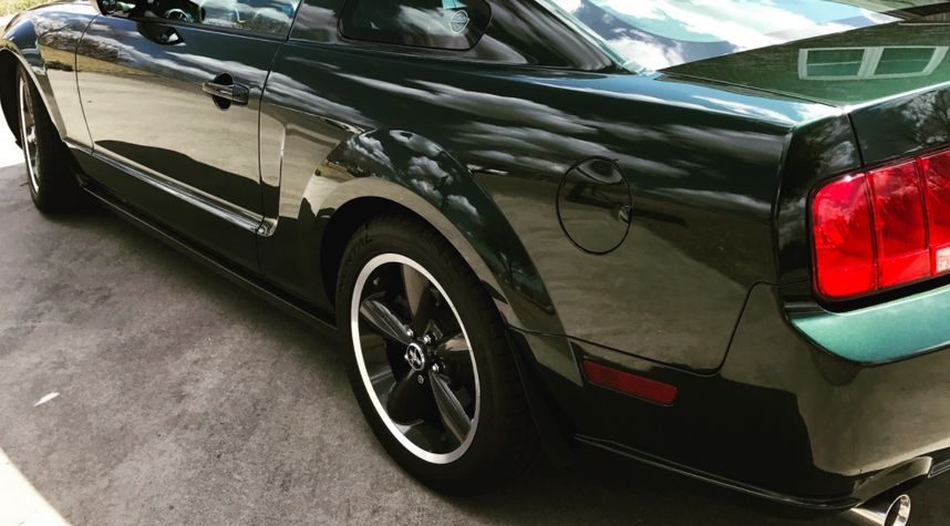 Main photo of Chef Marc Collins's 2009 Ford Mustang