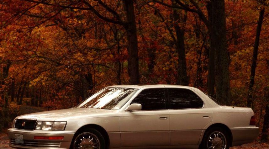Main photo of Tyler Delia's 1994 Lexus LS 400