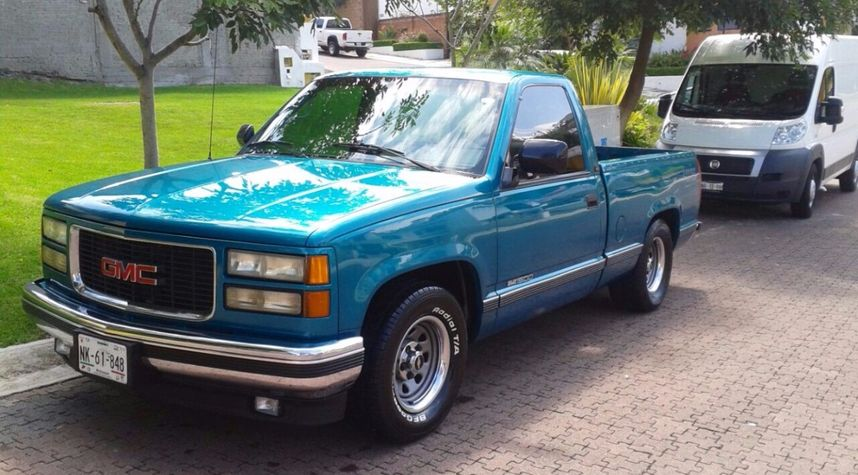 Main photo of Diego Fortanel's 1990 Chevrolet C/K 1500 Series