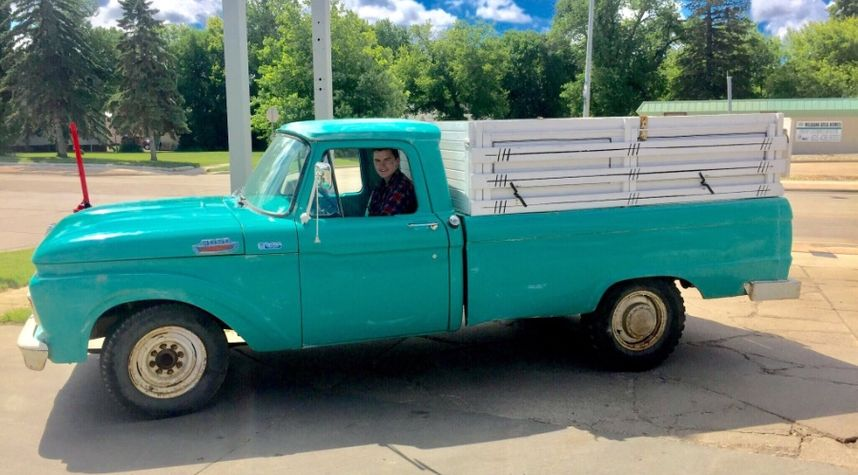 Main photo of Solo Bach's 1964 Ford F250