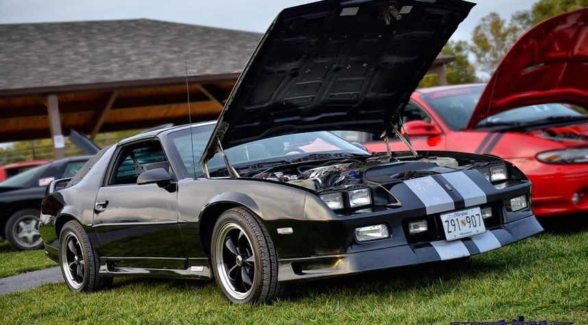Main photo of Brandon Dayhoff's 1991 Chevrolet Camaro