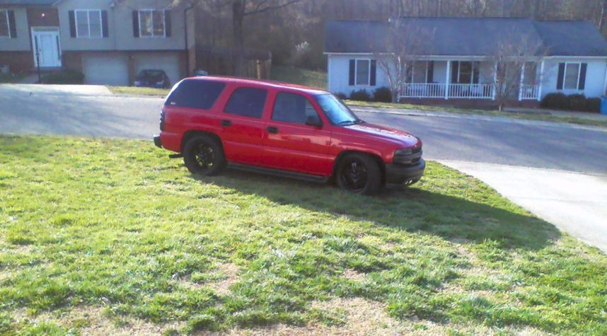 Main photo of Danny Barnes's 2001 Chevrolet Tahoe