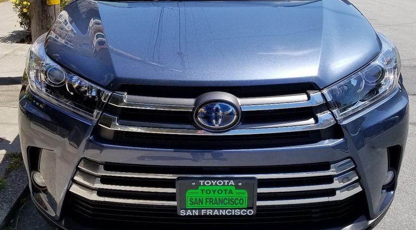 Main photo of Jeremy Lee's 2017 Toyota Highlander Hybrid