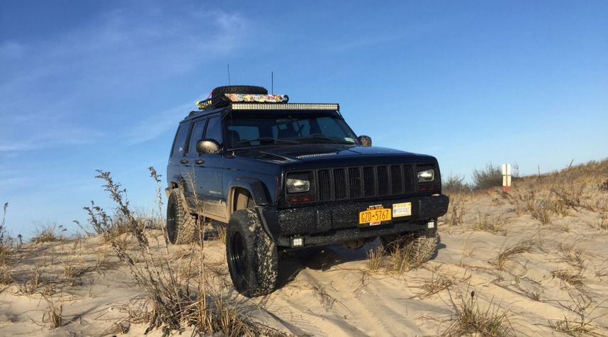 Main photo of Vinny Baratta's 2001 Jeep Cherokee