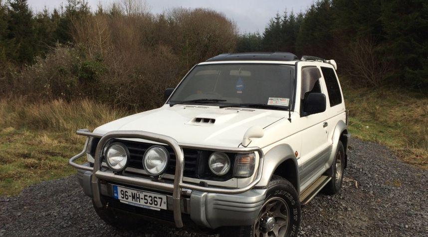 Main photo of Johnny Crowley's 1996 Mitsubishi Montero