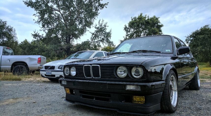 Main photo of Taylor Thurlow's 1989 BMW 3 Series