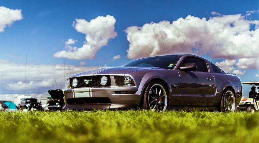 Main photo of Jason Pennington's 2006 Ford Mustang