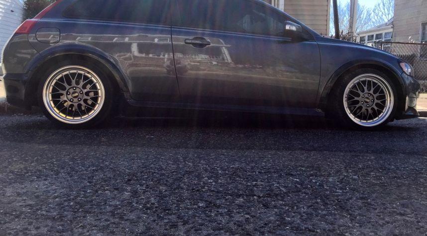 Main photo of Aaron Poyer's 2010 Volvo C30