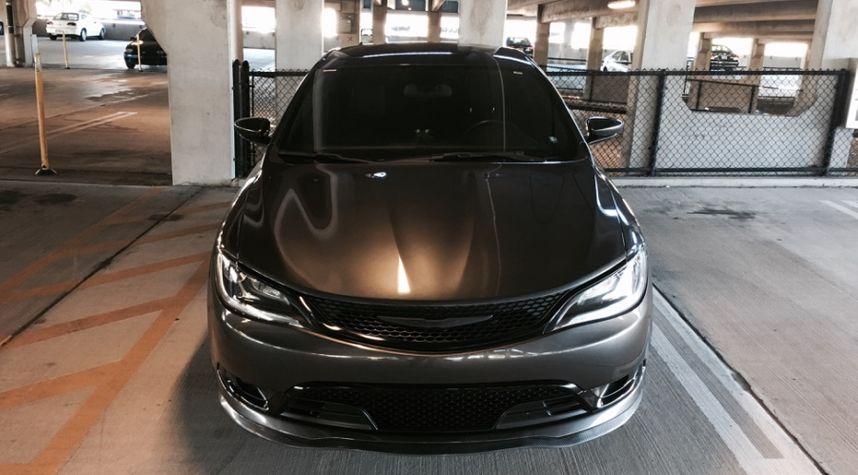 Main photo of Immanuel Rivas's 2015 Chrysler 200