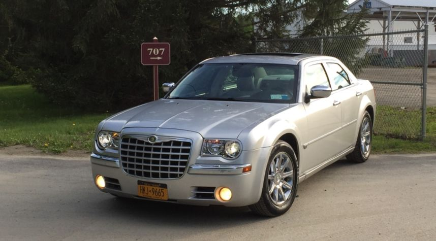 Main photo of Joshua Willetts's 2005 Chrysler 300