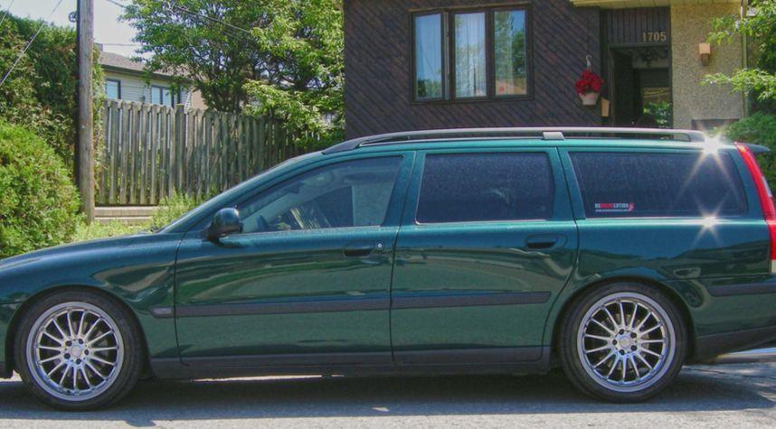 Main photo of Daniel Boulanger's 2001 Volvo V70