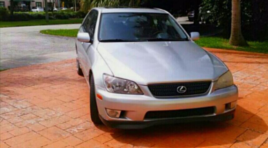 Main photo of Jonathan Garrido's 2003 Lexus IS 300