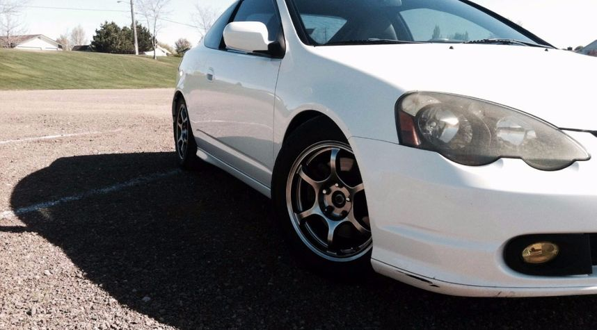 Main photo of Jeremiah Torres's 2002 Acura RSX