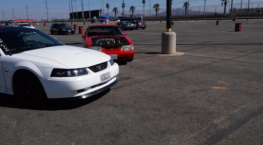 Main photo of Jesse Flores's 2004 Ford Mustang