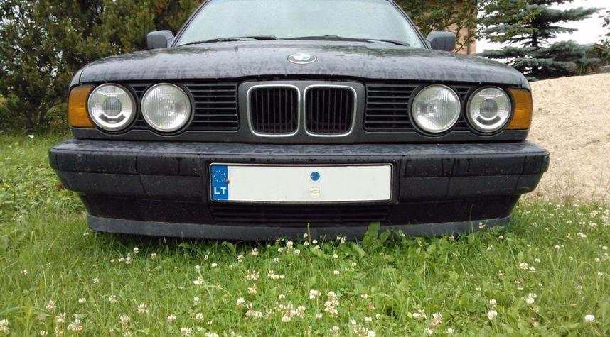 Main photo of Simonas Ruplenas's 1990 BMW 5 Series