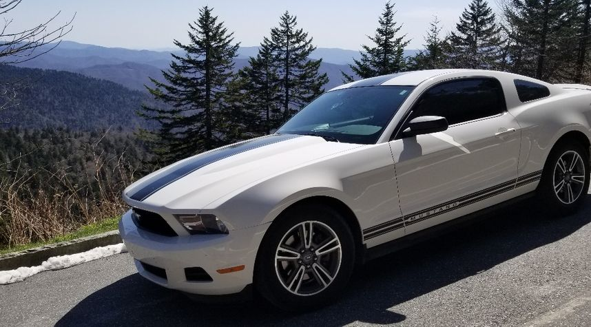 Main photo of Josh Grimm's 2012 Ford Mustang