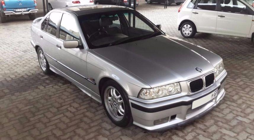 Main photo of Kenneth Dunn's 1993 BMW 325