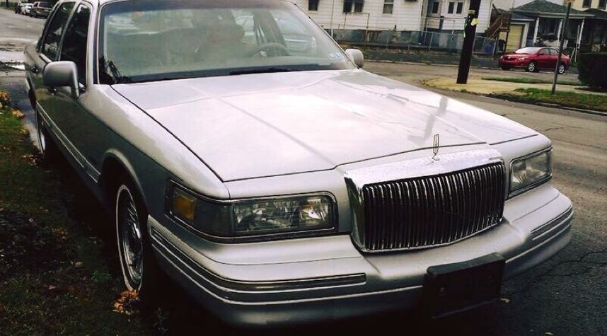 Main photo of Jamil K. Islam's 1997 Lincoln Town Car