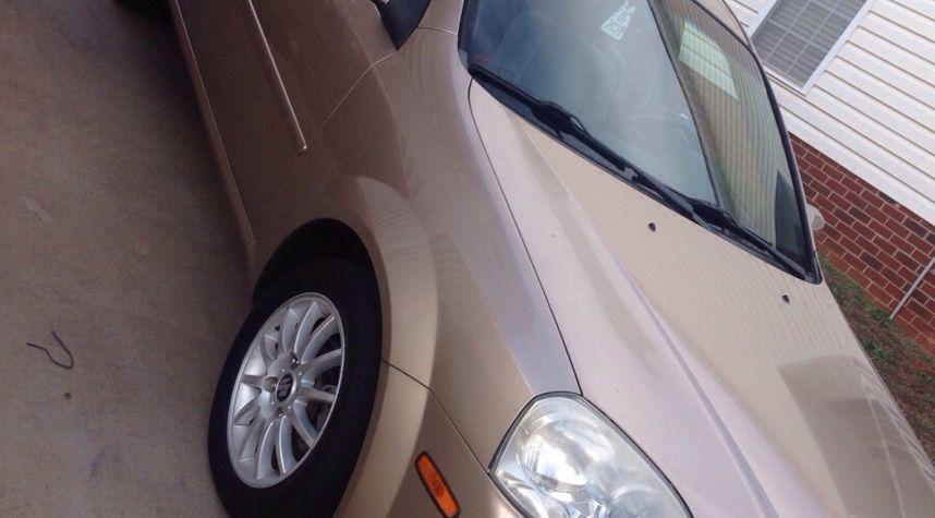Main photo of Raymund Giles's 2005 Suzuki Forenza
