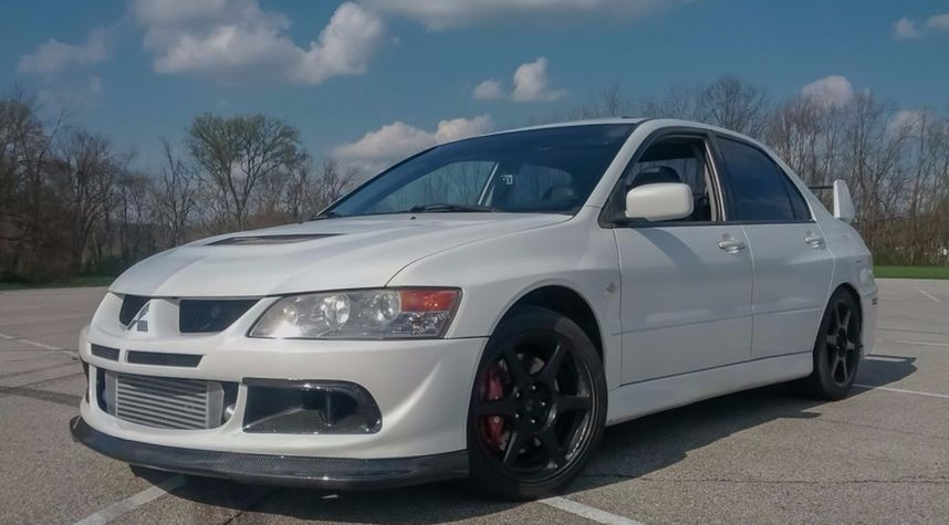 Main photo of Josh Claypool's 2005 Mitsubishi Lancer Evolution