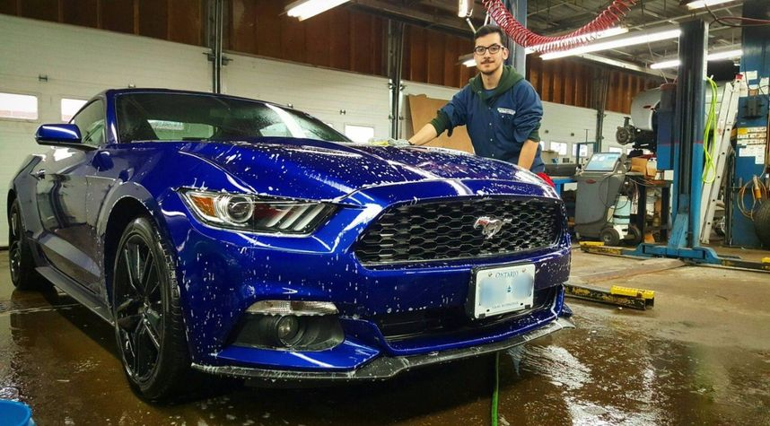 Main photo of Jason Pereira's 2015 Ford Mustang