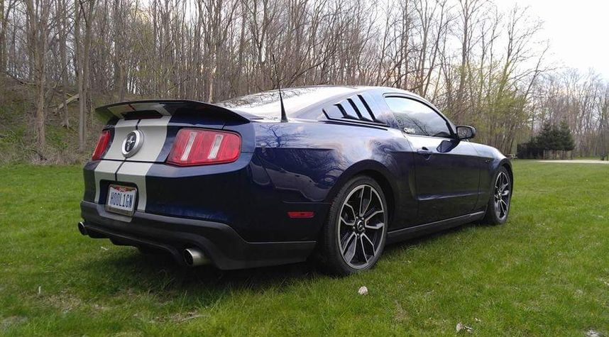 Main photo of Alex Hill's 2010 Ford Mustang