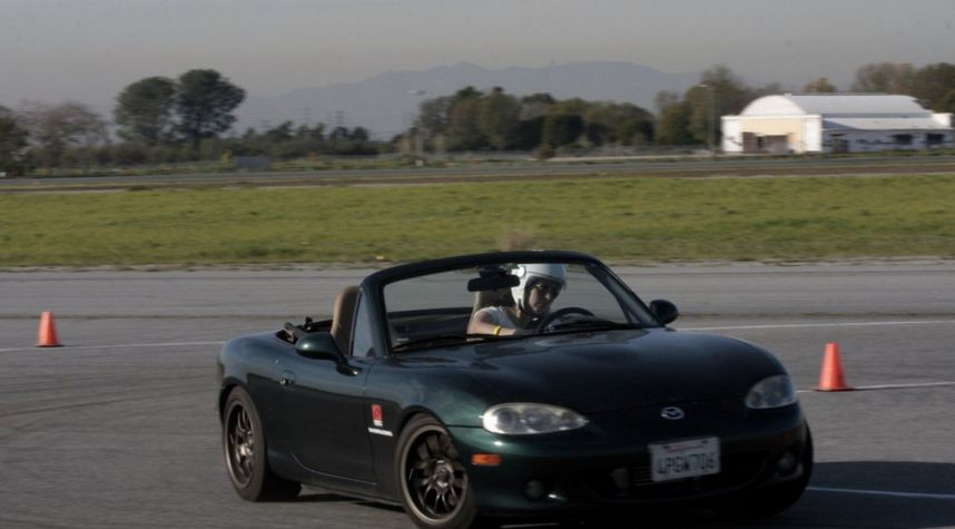 Main photo of Zen Yeh's 2001 Mazda MX-5 Miata