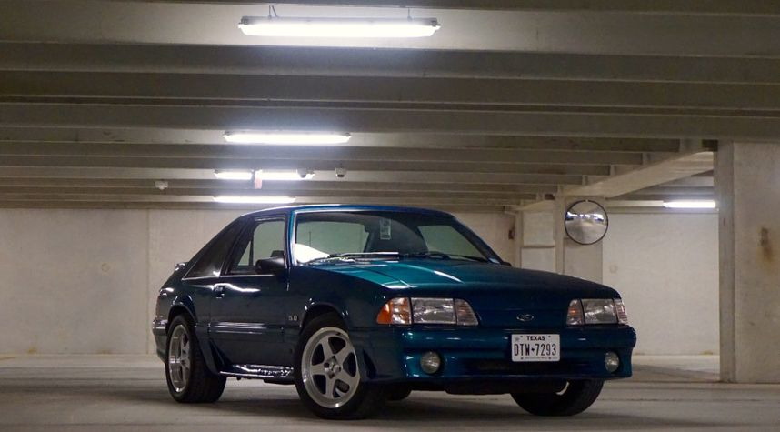 Main photo of Jacob Villemain's 1993 Ford Mustang