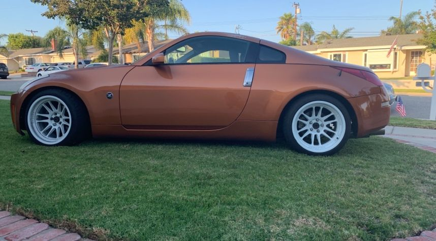Main photo of David Corneau's 2003 Nissan 350Z