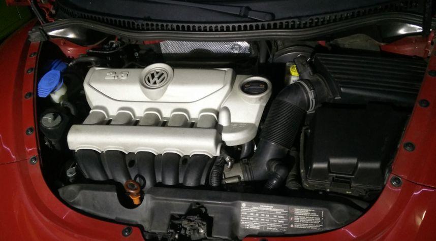 Main photo of Kelvin Ho's 2010 Volkswagen New Beetle