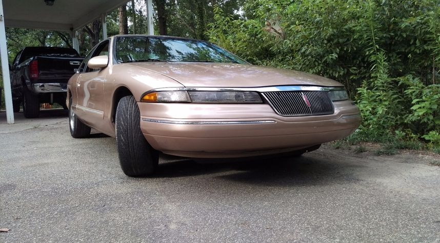 Main photo of Isaiah Grinnell's 1996 Lincoln Mark VIII