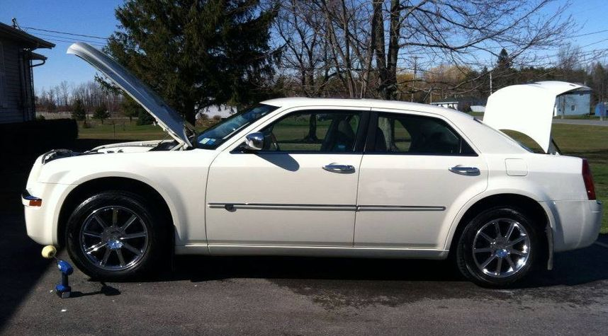Main photo of Steven Perry's 2008 Chrysler 300