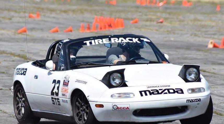Main photo of John Toothaker's 1990 Mazda MX-5 Miata