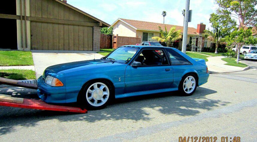 Main photo of David Castro's 1993 Ford Mustang SVT Cobra