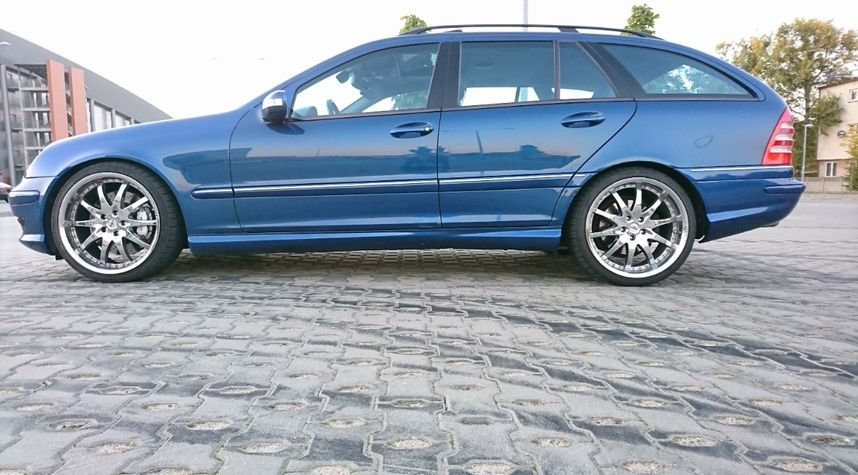Main photo of Kuba Sokal's 2002 Mercedes-Benz C-Class