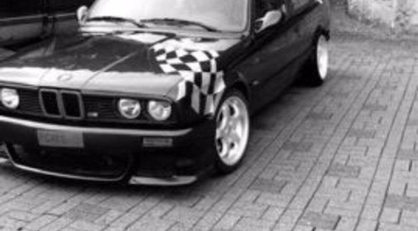 Main photo of Jonatan Solesvik's 1986 BMW 325
