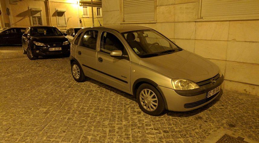 Main photo of Alexandre Seixas's 2001 Opel Corsa