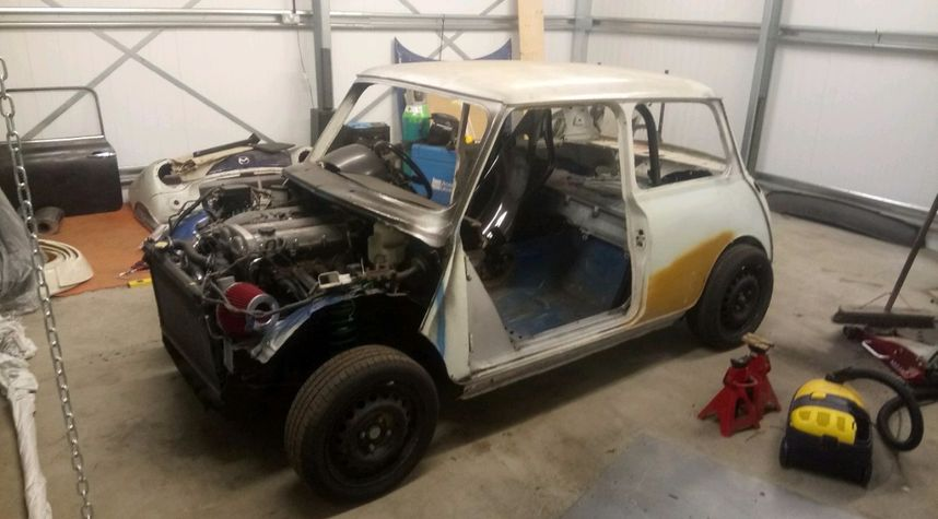 Main photo of Harry Wight's 1988 Morris Mini