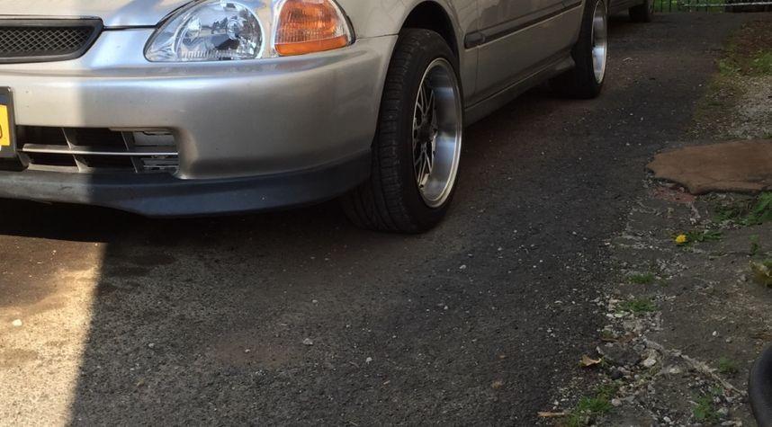 Main photo of Abner Martinez's 1996 Honda Civic
